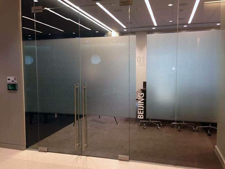Image of corporate auto patch hydraulic patch pivot & Glass Door Hardware Project | Corporate Office | T-Concepts Solutions pezcame.com